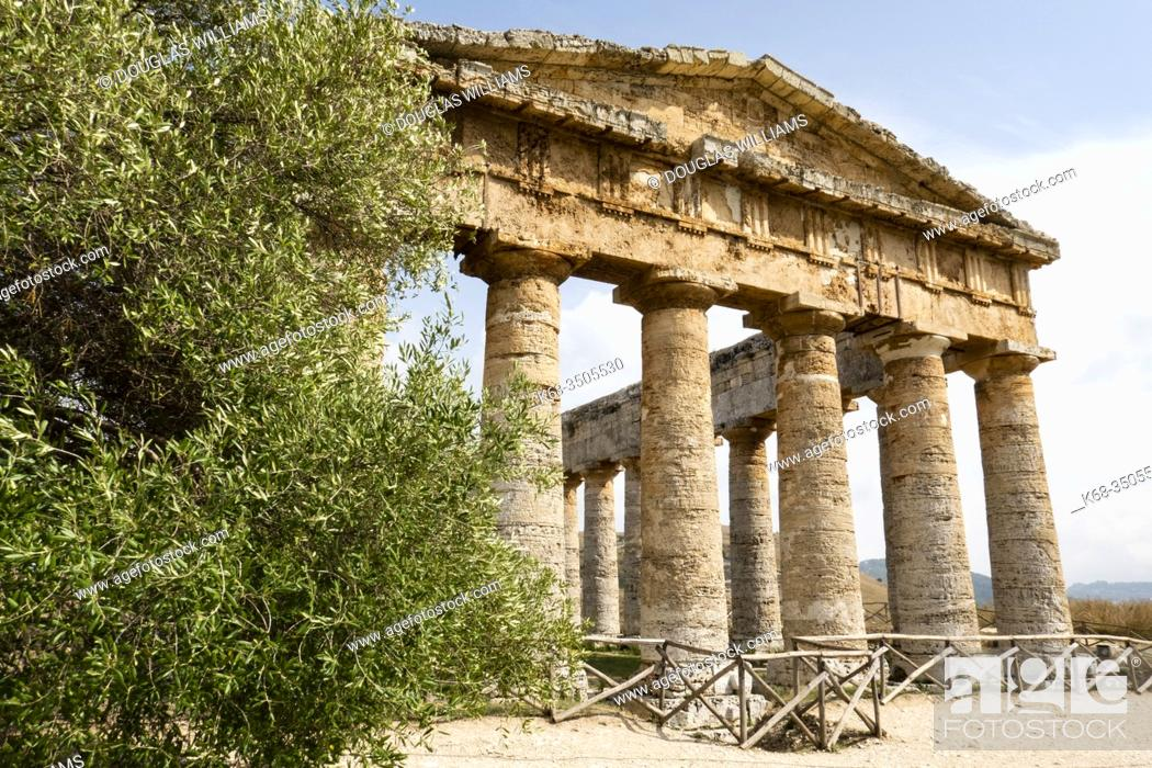 Stock Photo: The ancient Greek temple at Segesta, Sicily, Italy.