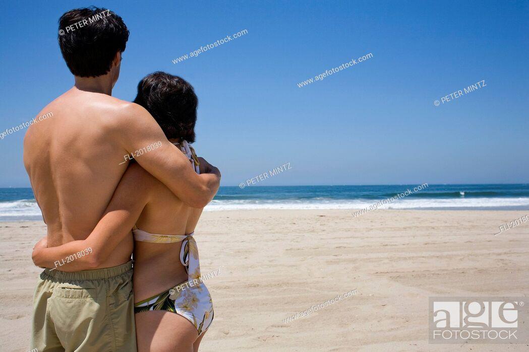 Imagen: Couple On Beach.