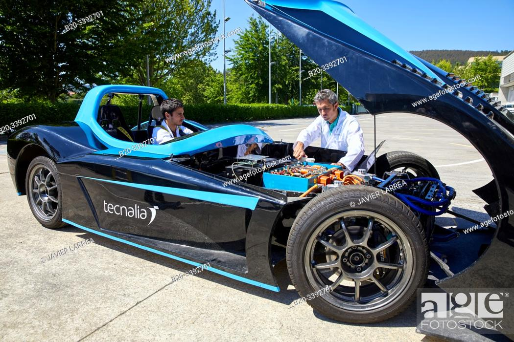 Imagen: Dynacar, electric vehicle, Researchers work in electric car, Industry Unit, Automotive Industry, Technology Centre, Tecnalia Research & Innovation, Derio.