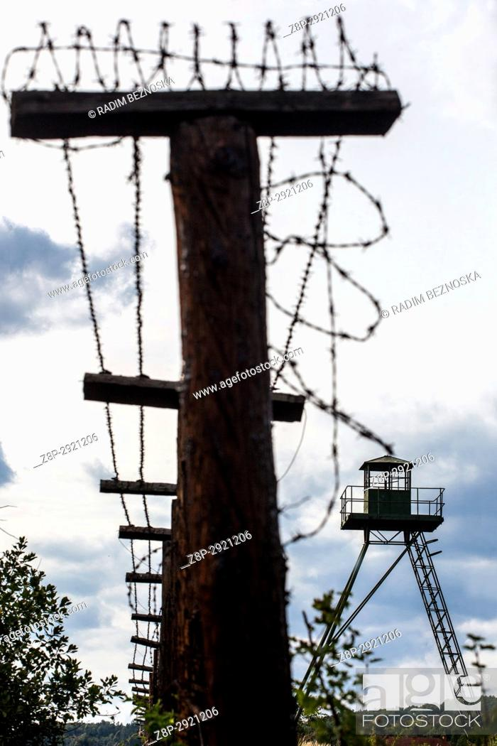 Imagen: Cizov, Southern Moravia, near Znojmo, you can see the remains of the former Iron Curtain, Fence and Barbed wire.