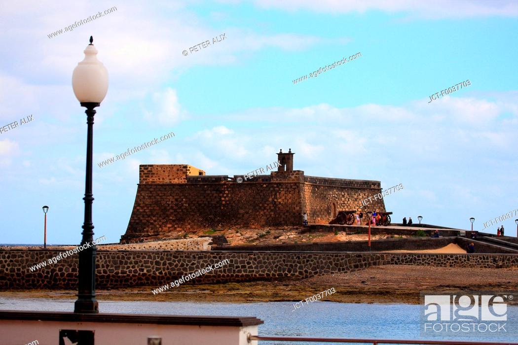 Stock Photo: Spain, Canary islands, Lanzarote, Arrecife, castillo de San Gabriel.