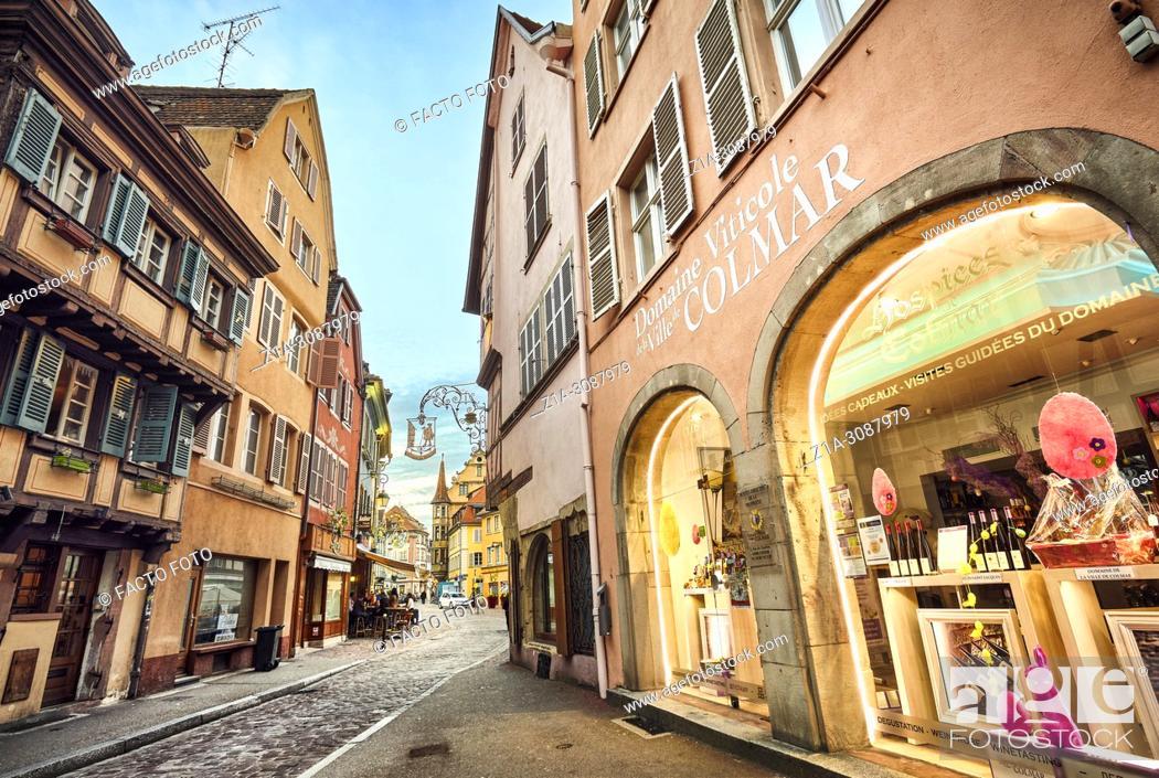 Imagen: Wine shop at Colmar city center. Alsace. Grand Est. France.