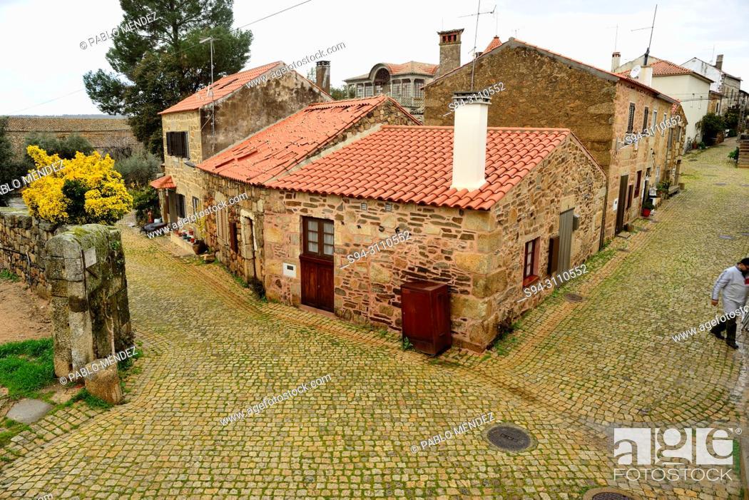 Imagen: Views of the town center of Idanha-a-Nova, Castelo Branco, Portugal.