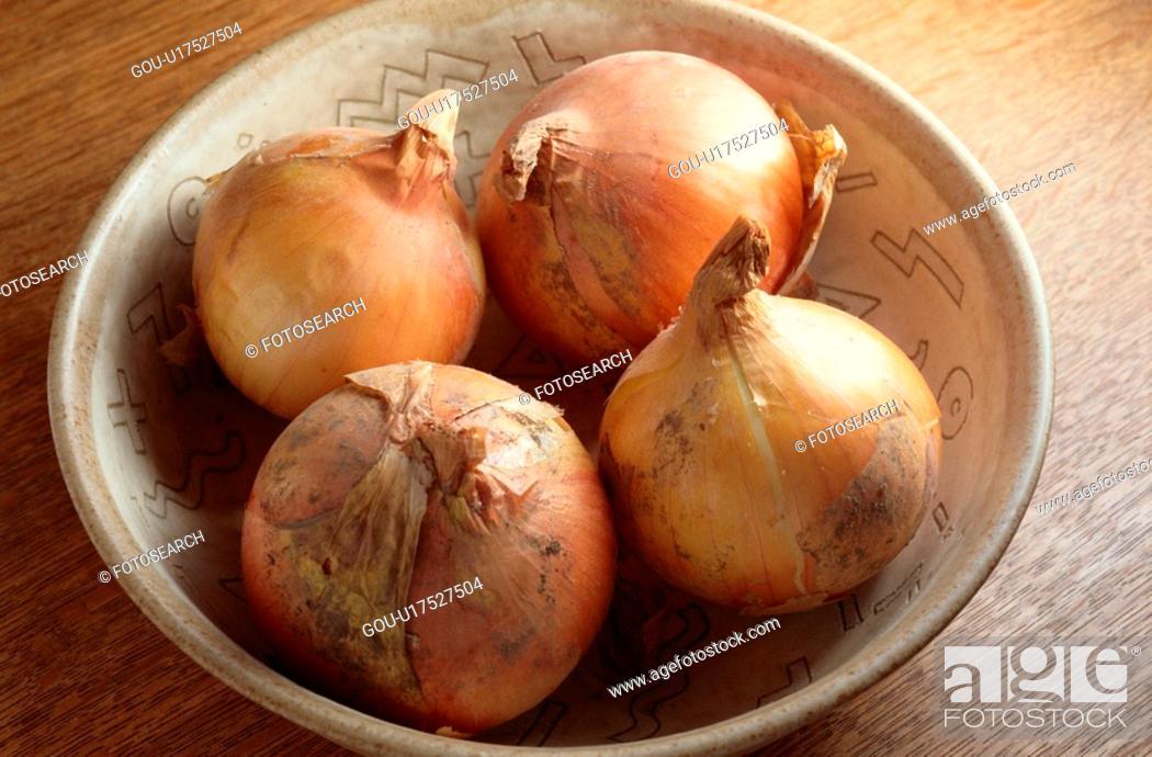 Stock Photo: Bowl Of White Onions.