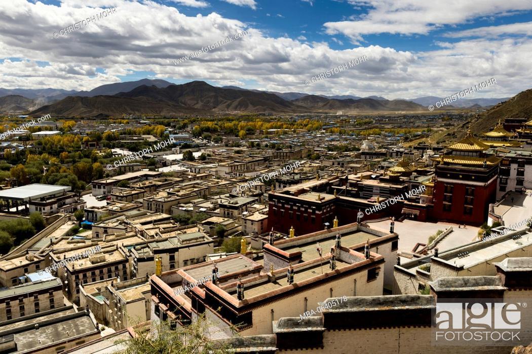 Stock Photo: Tibet, Shigatse, Kora around the Tashi Lhunpo Monastery.