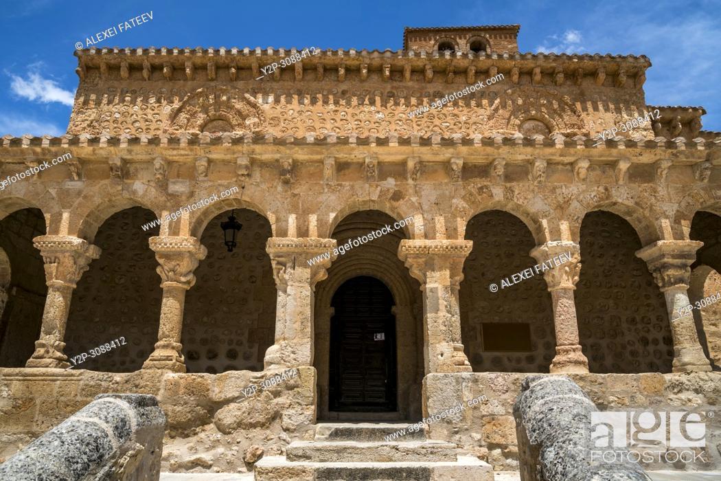 Imagen: Romanesque church San Miguel of 11th century in small town San Esteban de Gormaz in province Soria, Castile-Leon, Spain .