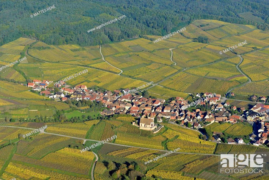 Stock Photo: France, Haut Rhin, the Alsace Wine Route, Hunawihr, labelled Les Plus Beaux Villages de France (The Most Beautiful Villages of France).