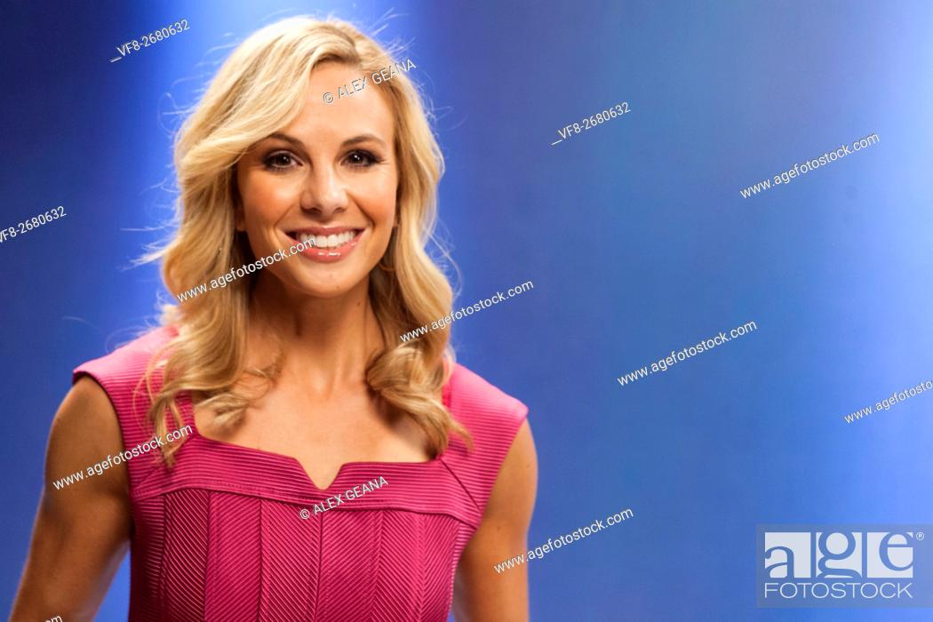 Imagen: TV personality Elisabeth Hasselbeck on set for an infomercial made to look like a TV set.