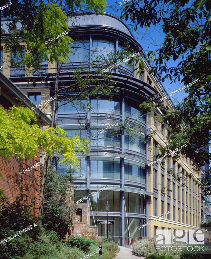 Stock Photo: ALDERCASTLE, ALDERSGATE STREET, LONDON, EC1 CLERKENWELL, UK, SIDELL GIBSON, EXTERIOR, NOBLE STREET ENTRANCE.