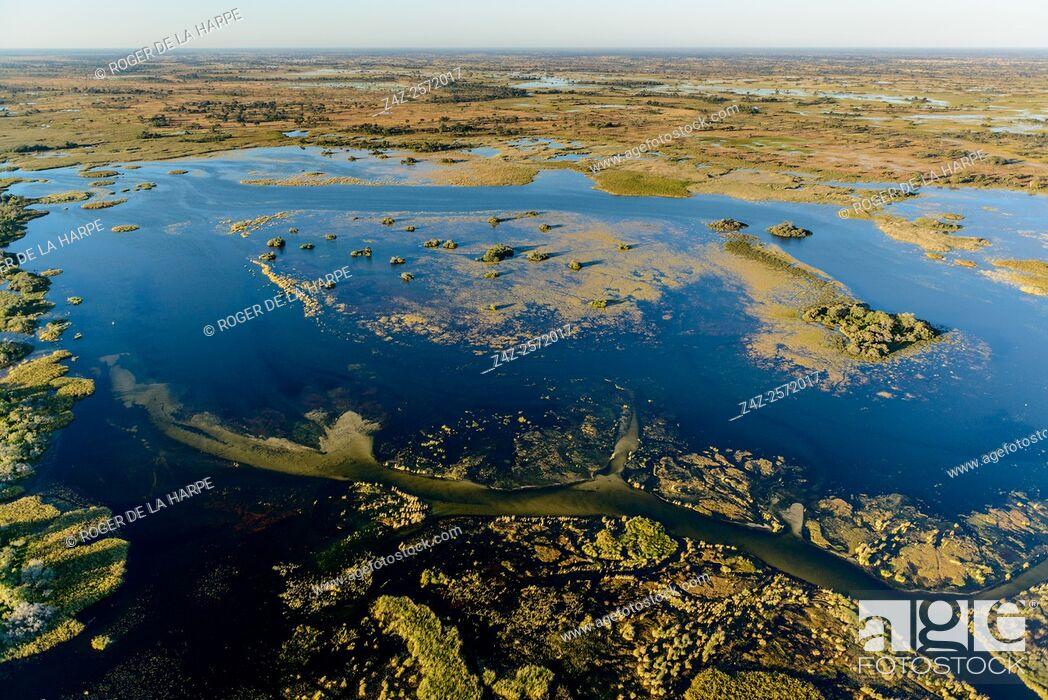 Imagen: Aerial view of Okavango Delta. Botswana.