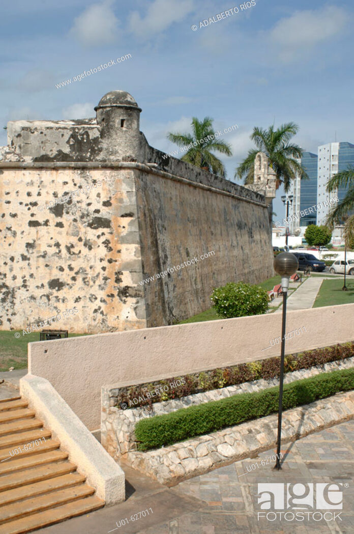 Stock Photo: San Carlos Bastion. Campeche. Mexico./ Baluarte de San Carlos. El Baluarte de San Carlos inaugurado en 1676 marca el inicio de la fortificacion de la ciudad de.