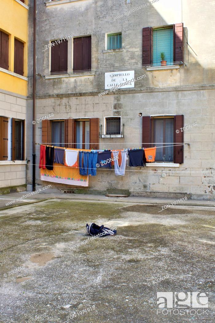 Hinterhof Im Getto Von Venedig Stock Photo Picture And