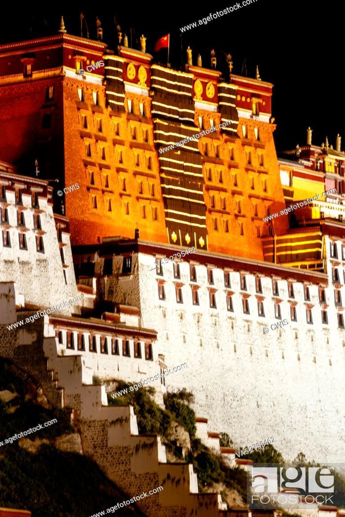 Imagen: Lhasa, Tibet, China - The view of Potala Palace at night.