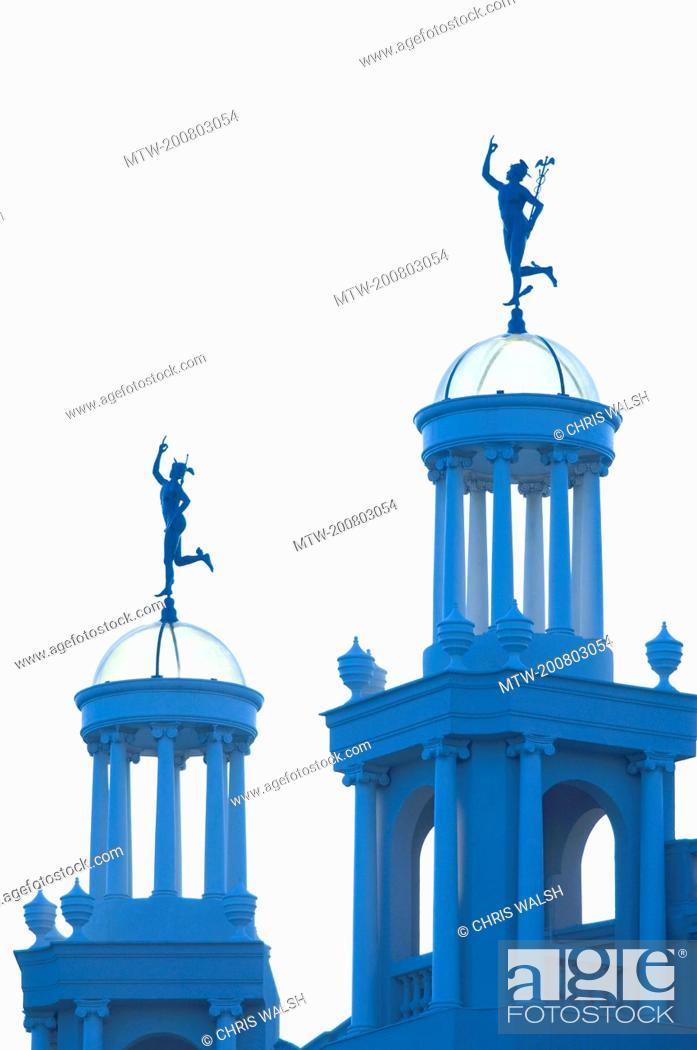 Imagen: Statue Hermes Place de Catalunya blue.