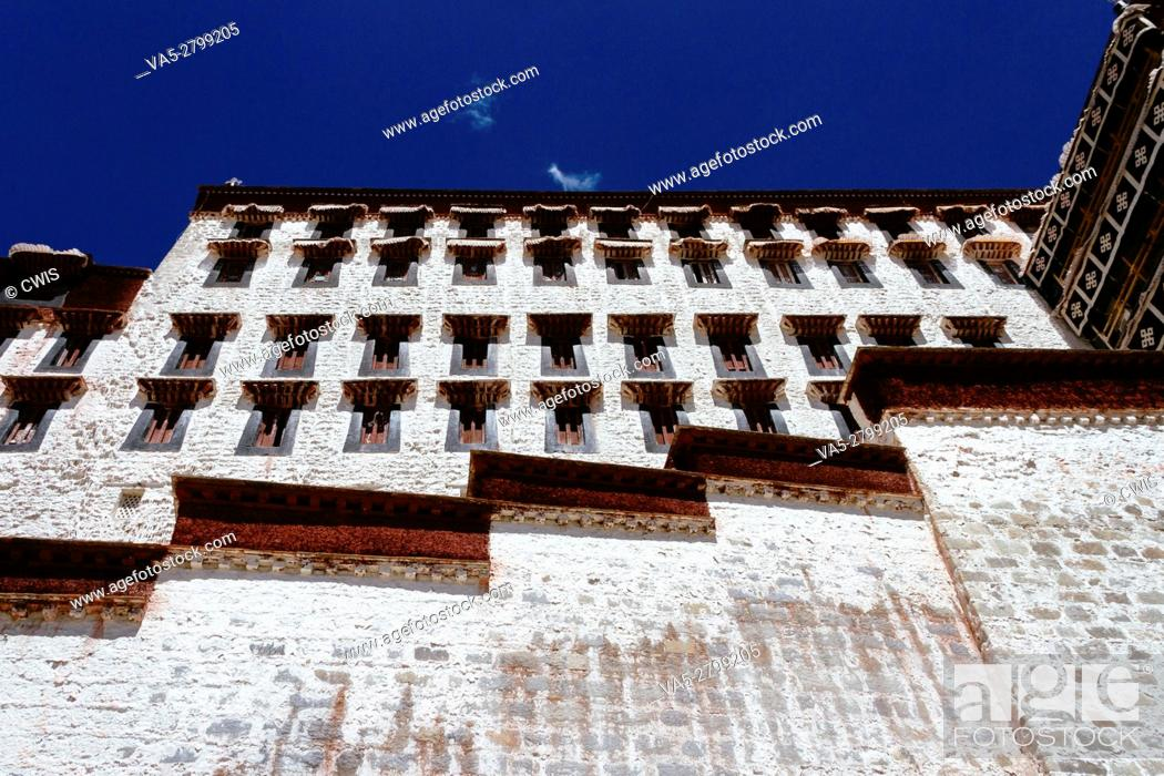 Imagen: Lhasa, Tibet, China - The view of Potala Palace in the daytime.