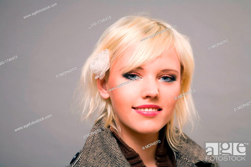 Stock Photo: Blond woman in grey coat - 08/12/2007.