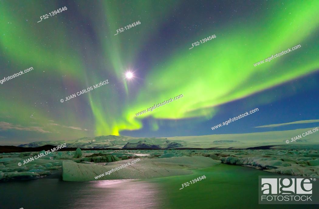 Stock Photo: Northern lights, Jokulsarlon glacier lagoon, Southern Iceland (March, 2011).