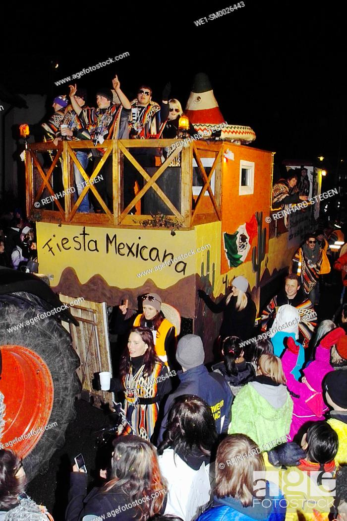 Imagen: carnival, parade, wagon, traditional, feast, Augsburg area, Bavaria, Germany.
