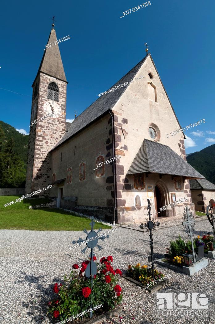Stock Photo: Santa Maddalena church, Funes Valley (Villnoss), Dolomites, Trentino Alto Adige, South Tyrol, Italy.