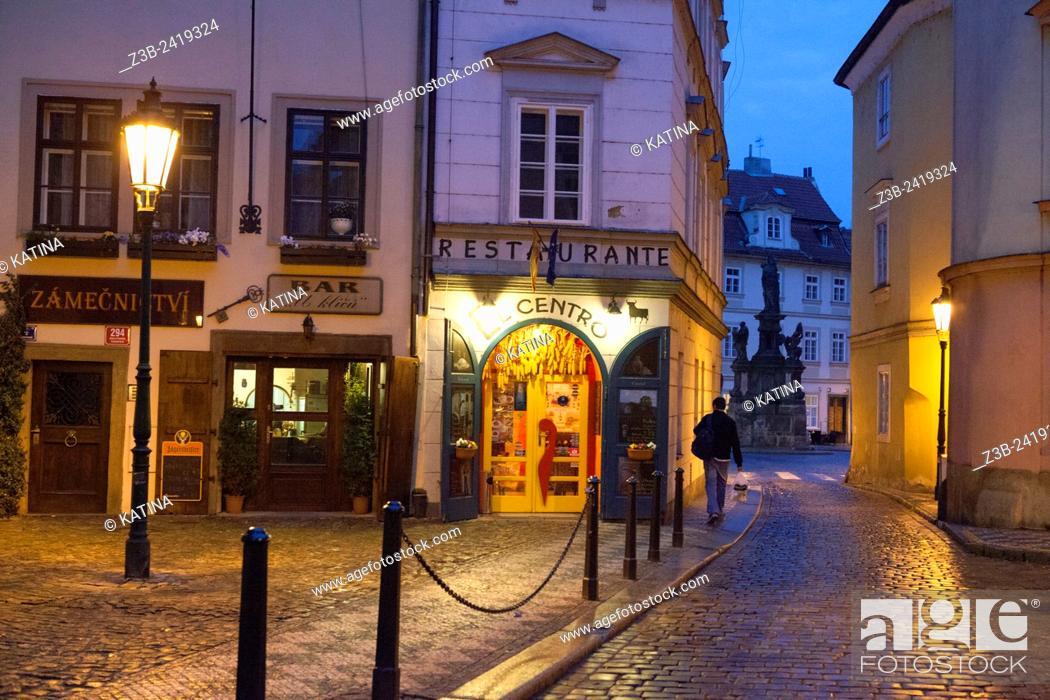 Imagen: Restaurants and bars in the Mala Strana neighborhood at dusk, Prague, Czech Republic, Europe.