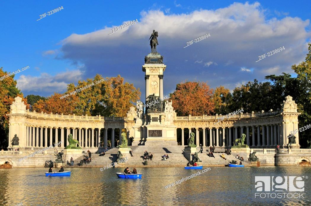 Stock Photo: The pond in the Retiro park in the centre of Madrid.