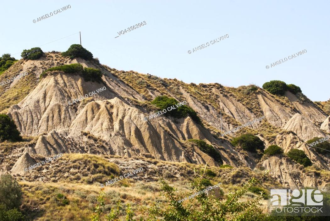 Imagen: Lunar-like badlands near Aliano, Basilicata, Italy, Europe.