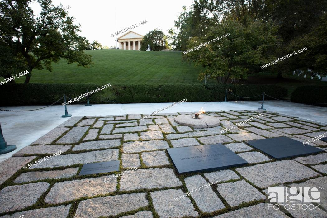 Imagen: The memorial of JF Kennedy in Arlington cemetery, Washington.