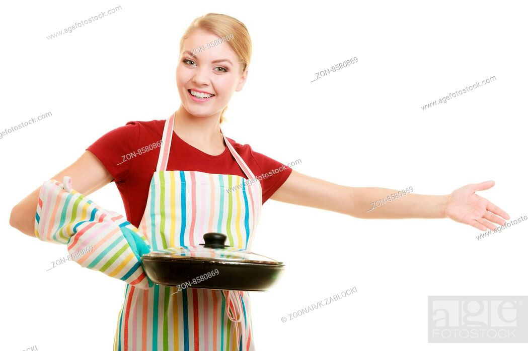Imagen: housewife or chef in kitchen apron with skillet frying pan.