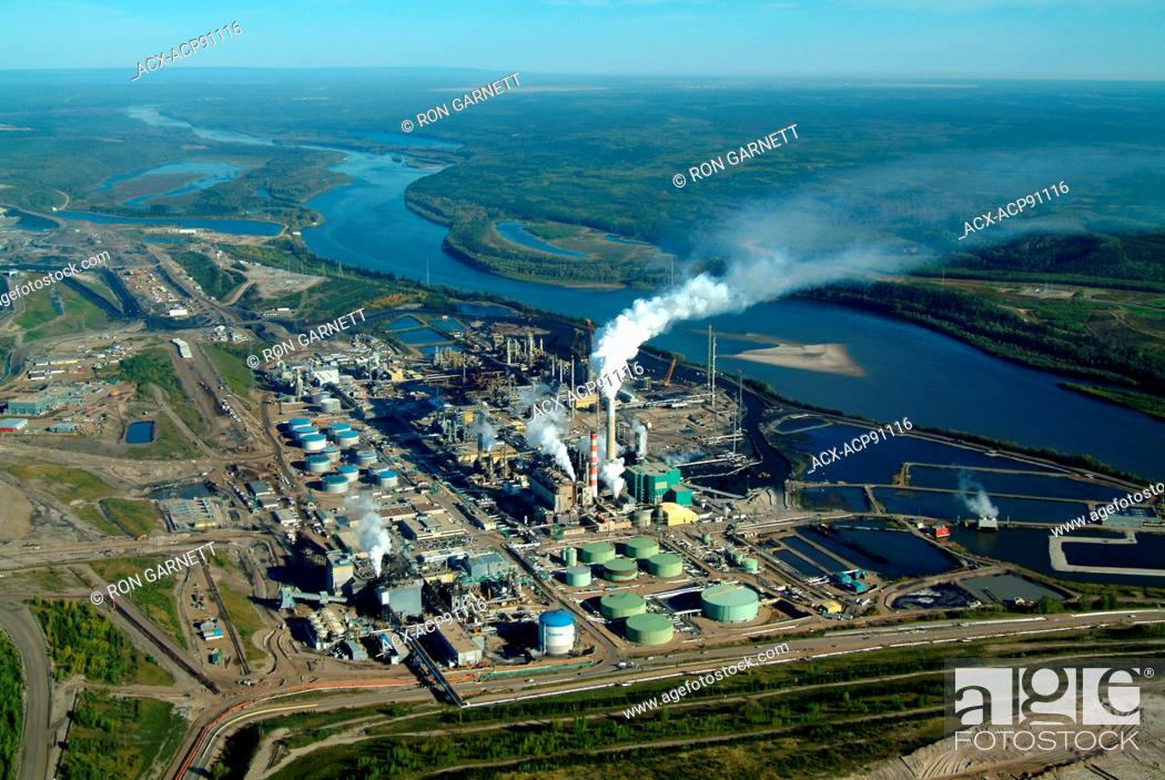 Stock Photo: Suncor extraction plant N of Ft McMurray, Alberta.