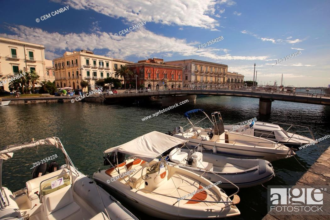 Imagen: Boats in the harbor with the Venezian style buildings in the background, Ortigia Island, Syracuse, Sicily, Italy, Europe.