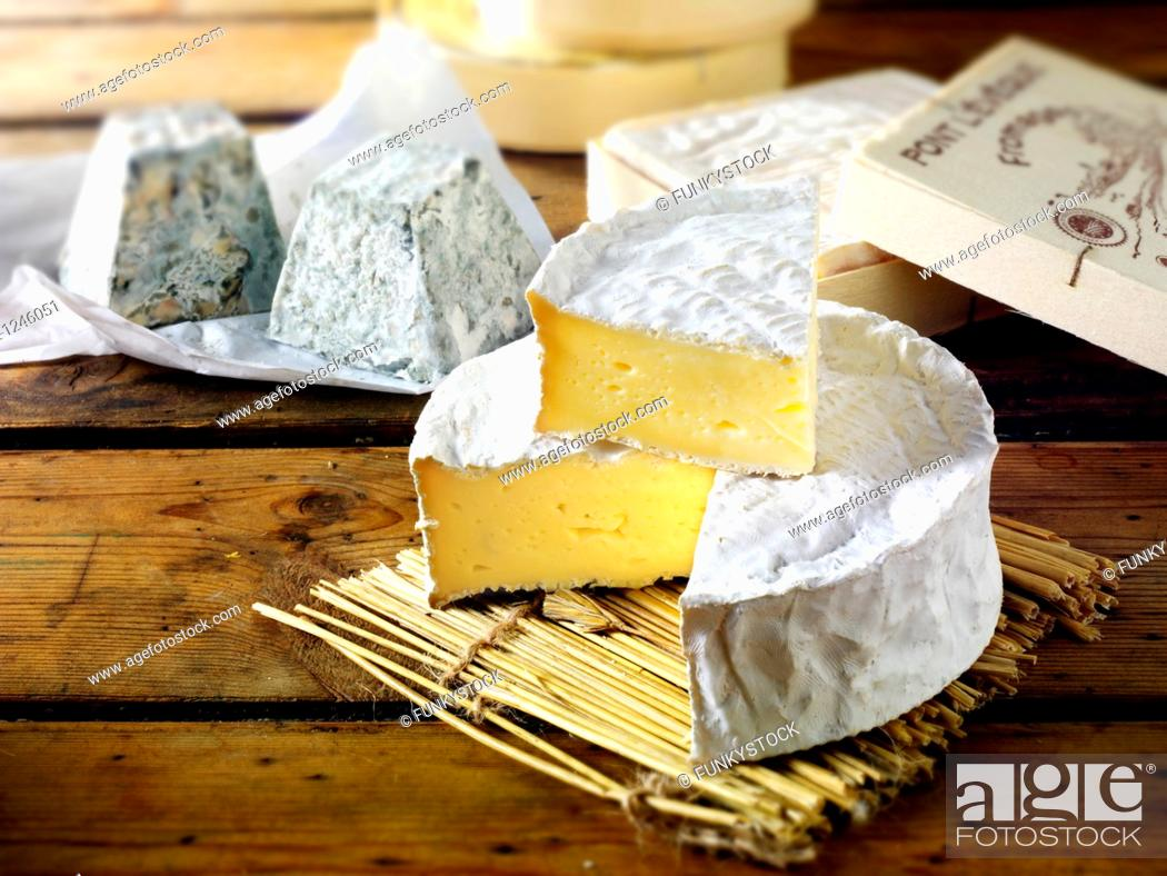 Stock Photo: Traditional coulommier French cheese.