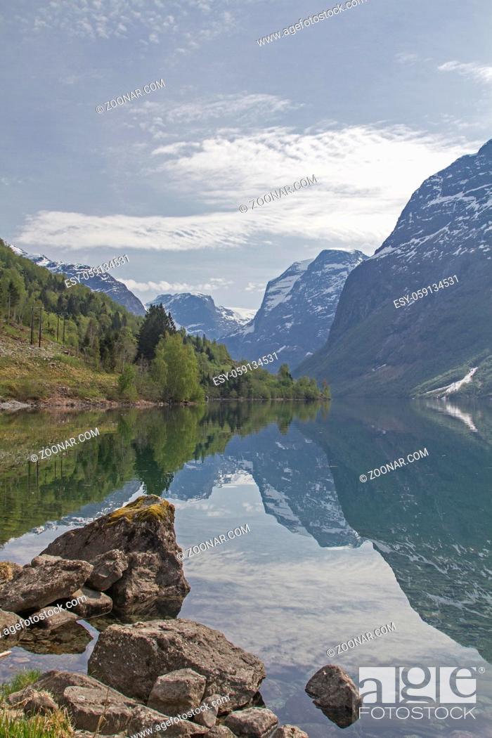 Stock Photo: Der idyllische See Lovatnet vor den mächtigen Gletschern des Jostedalsbreen zieht viele Besucher an.