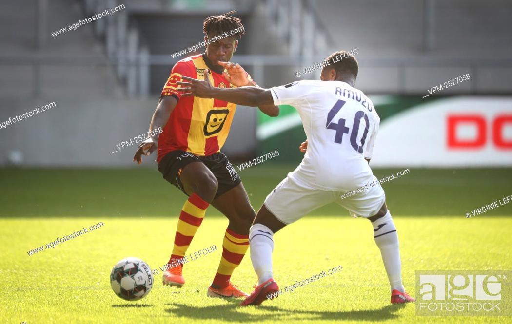 Imagen: Mechelen's Issa Kabore and Anderlecht's Francis Amuzu fight for the ball during the Jupiler Pro League match between KV Mechelen and RSC Anderlecht, in Mechelen.