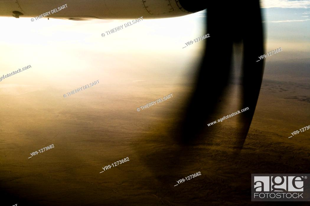 Stock Photo: Chott El-Jerid, in the middle of south Tunisian desert, seen trough the propellers.