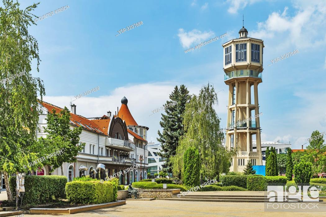 Imagen: The water tower in Siofok was built in 1912 according to the plans of Jeno Gergely and Arpad Gut. It is the landmark of the city, Siofok, Somogy county.