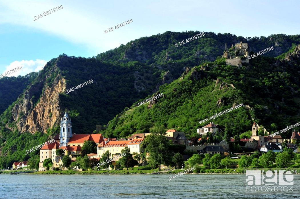 Stock Photo: View of Durnstein and the castle from the Danube river, Wachau Cultural Landscape (UNESCO World Heritage List, 2000), Lower Austria, Austria.