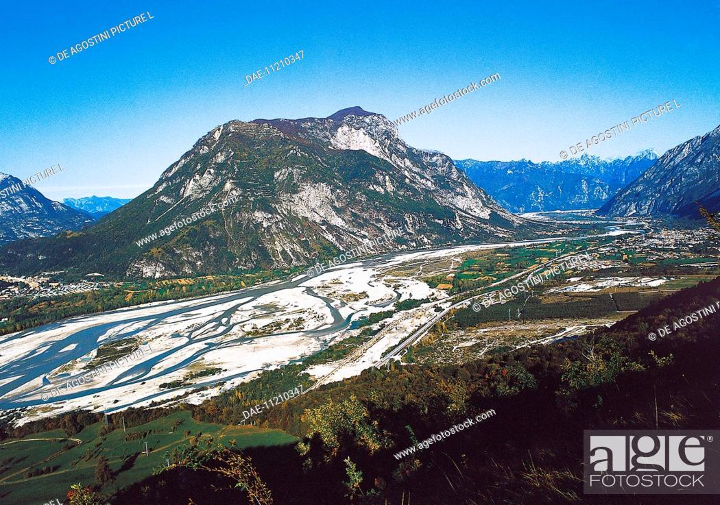 Stock Photo: The valley and course of the Tagliamento River with Mount San Simeon in the center, Friuli-Venezia Giulia, Italy.