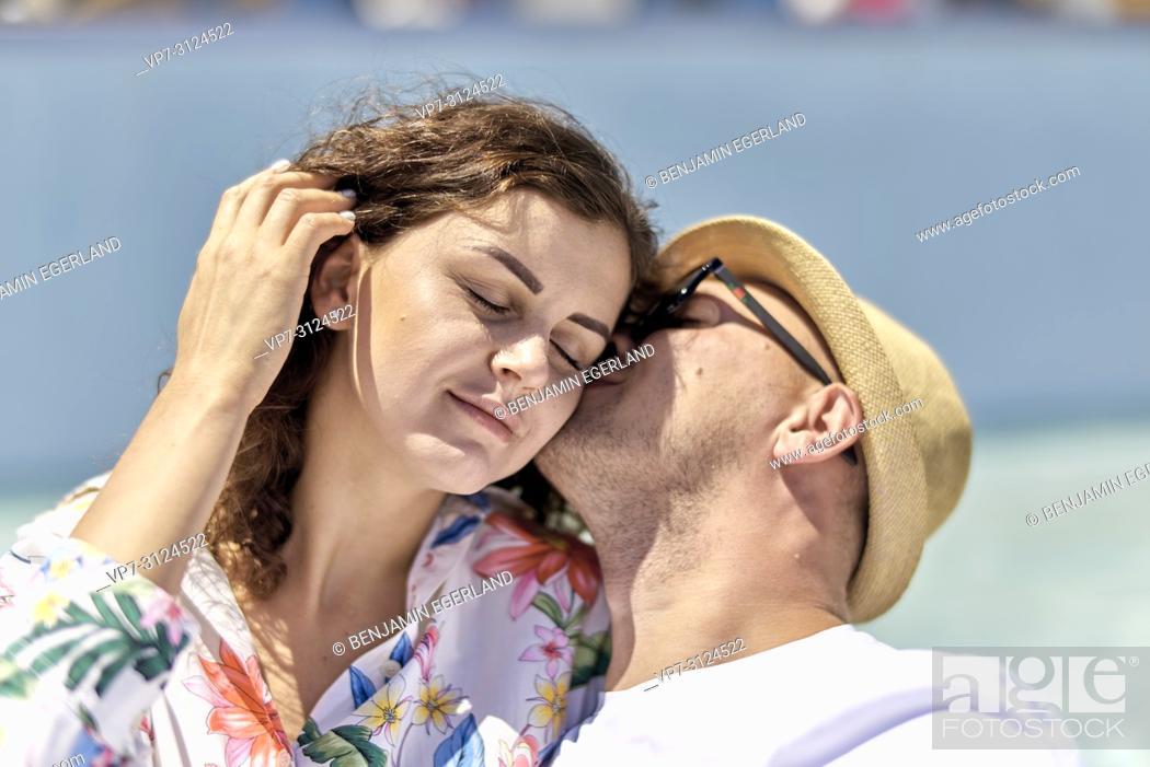 Imagen: lovers, holiday, summer, flirting, affair, summer fling.