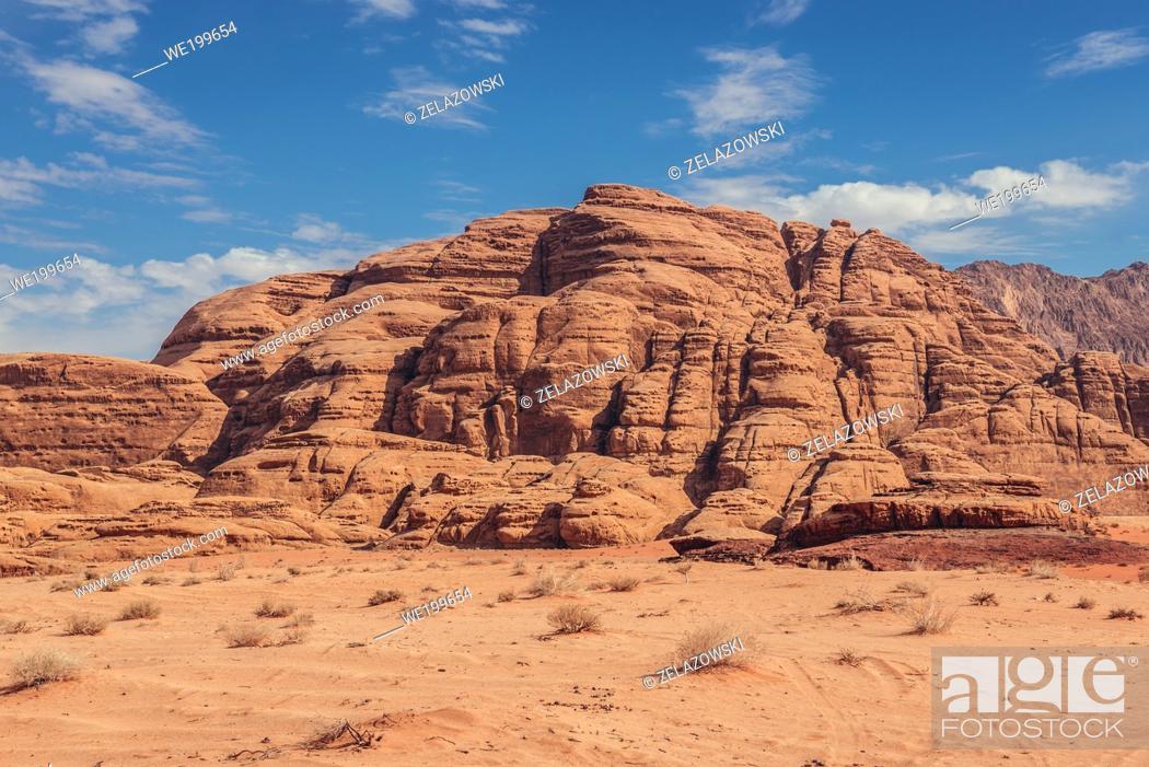 Imagen: Rocks in Wadi Rum valley also called Valley of the Moon in Jordan.