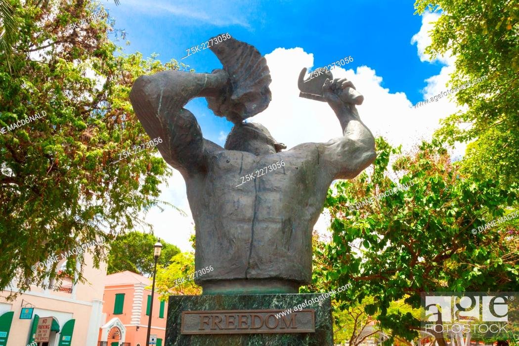 Imagen: The Conch Blower Statue in Emancipation Square Charlotte Amalie commemorates the Emancipation of the Slaves in the West Indies.
