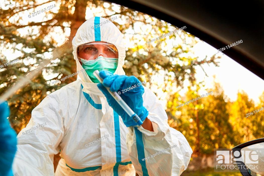 Stock Photo: Coronavirus Schnelltest in Drive-In Teststation durch Abstrich im Rachen mit Speichelprobe.
