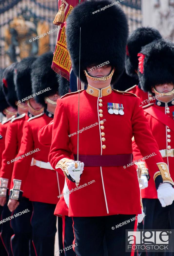 Stock Photo: Coldstream guards at the gates of Buckingham palace, London.