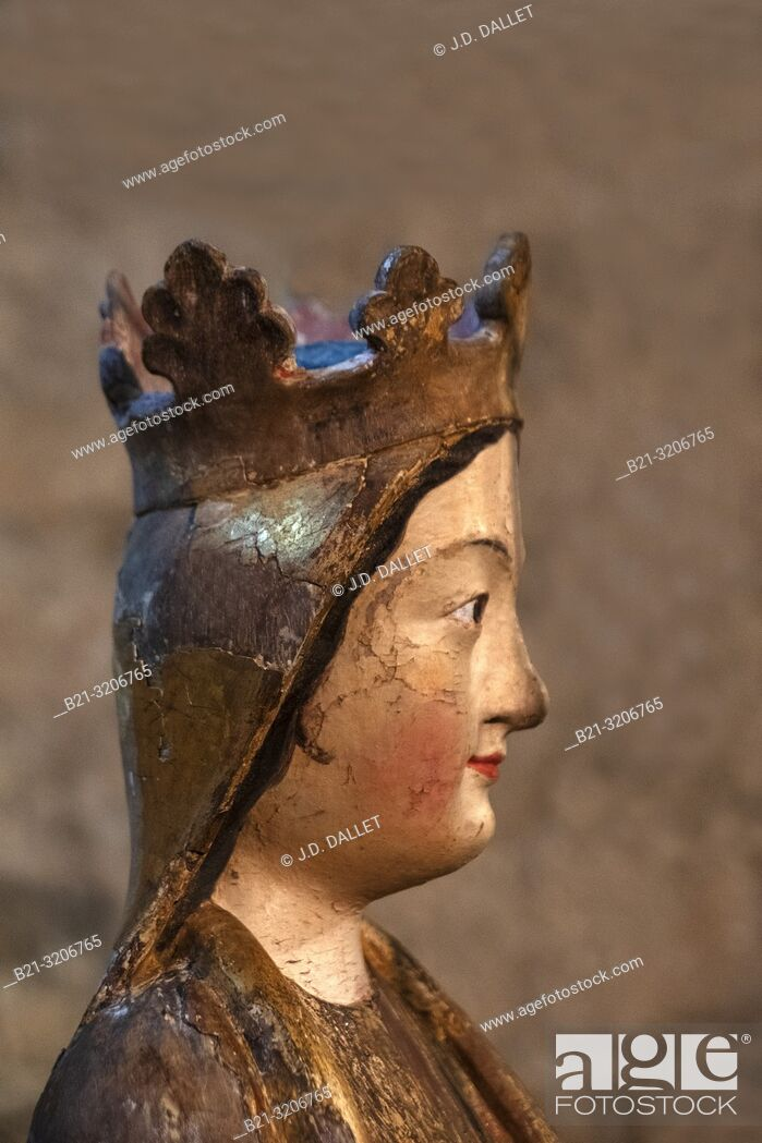 Imagen: France, Occitanie, Haute Garonne, Polychome statue, at the 12th Century Basilic Saint Just de valcabrère.