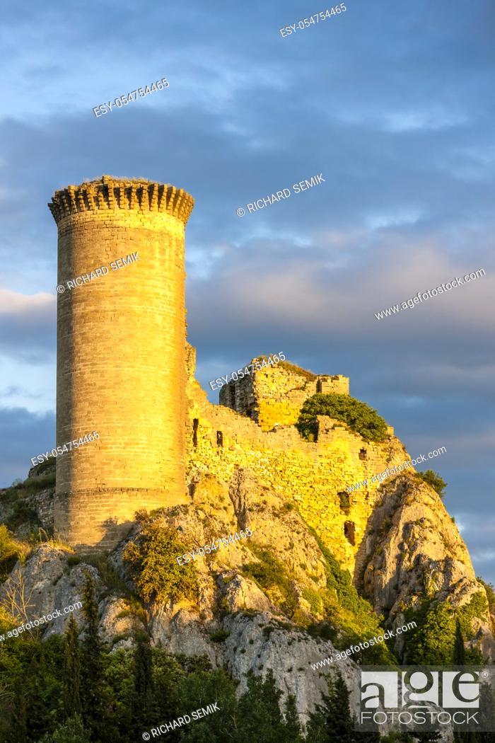 Stock Photo: Chateau de l Hers near Chateauneuf-du-Pape, Provence, France.