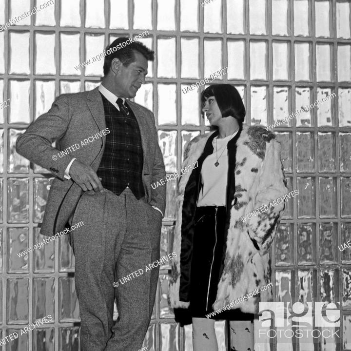 Der Amerikanische Schauspieler George Nader Im Gesprach Deutschland 1960er Jahre Stock Photo Picture And Rights Managed Image Pic Uae Rob 05327 Agefotostock