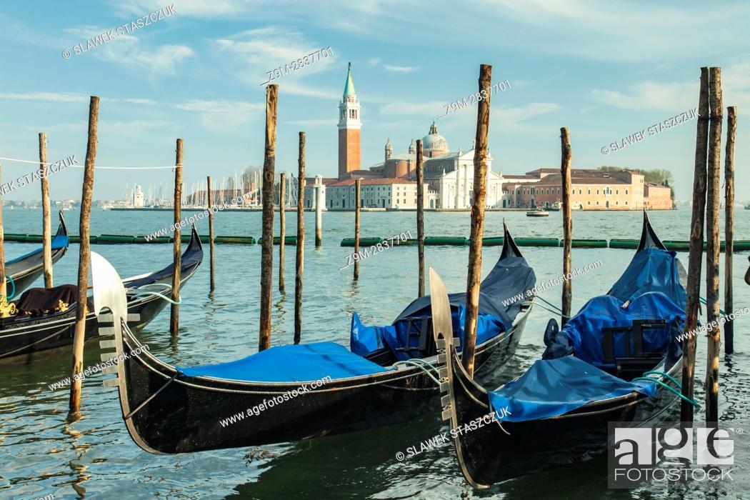 Imagen: Gondolas at the sestier of San Marco, Venice, Italy. San Giorgio Maggiore church in the distance.