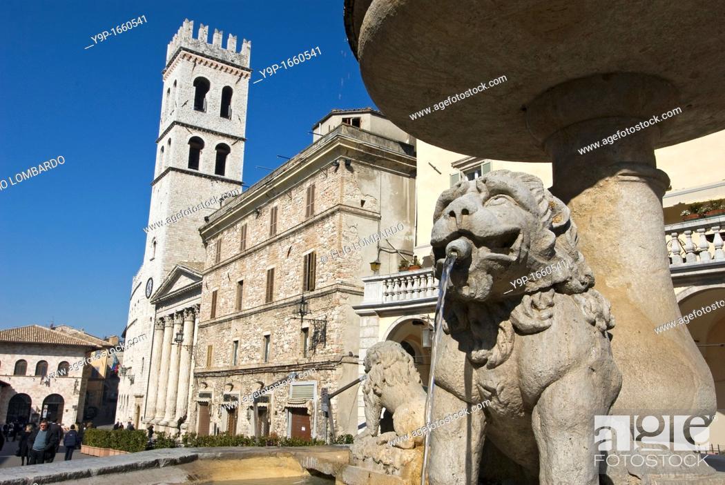 Stock Photo: Piazza del Comune, Assisi, Perugia, Umbria, Italy.