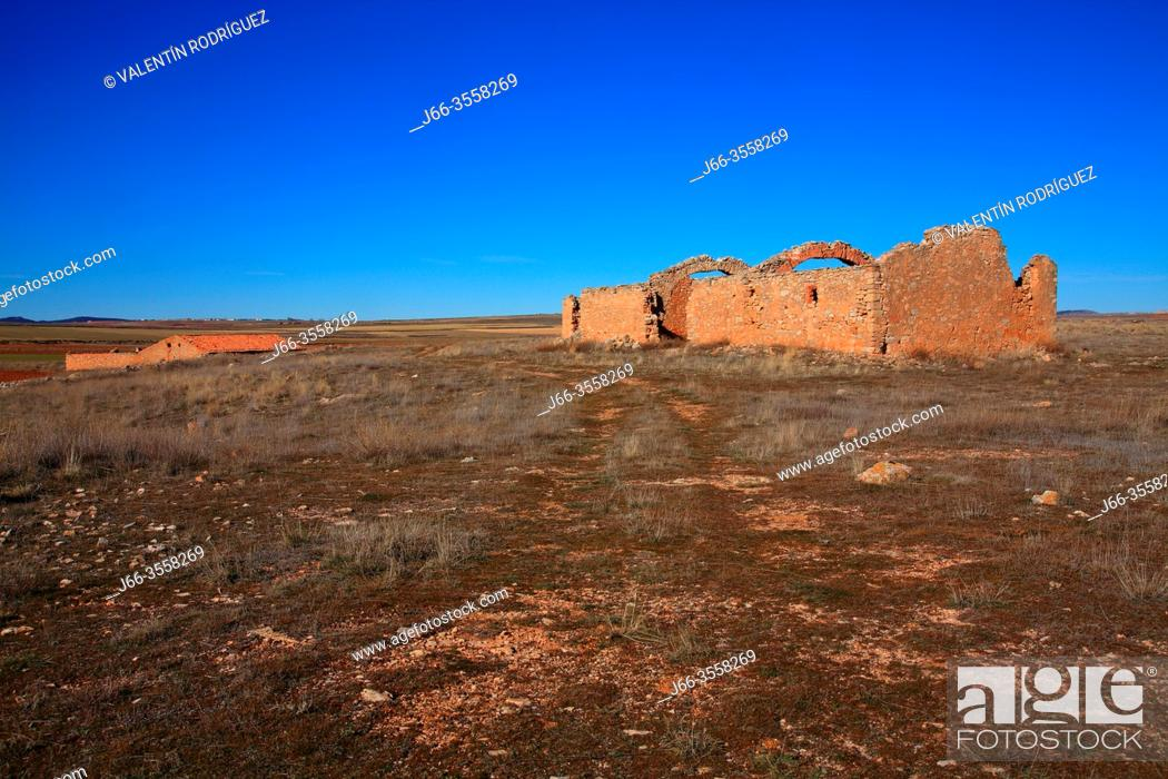 Stock Photo: Landscape near the La Zaida lagoon with remains of old house in the wildlife reserve of Gallocanta. Zaragoza province. Spain.