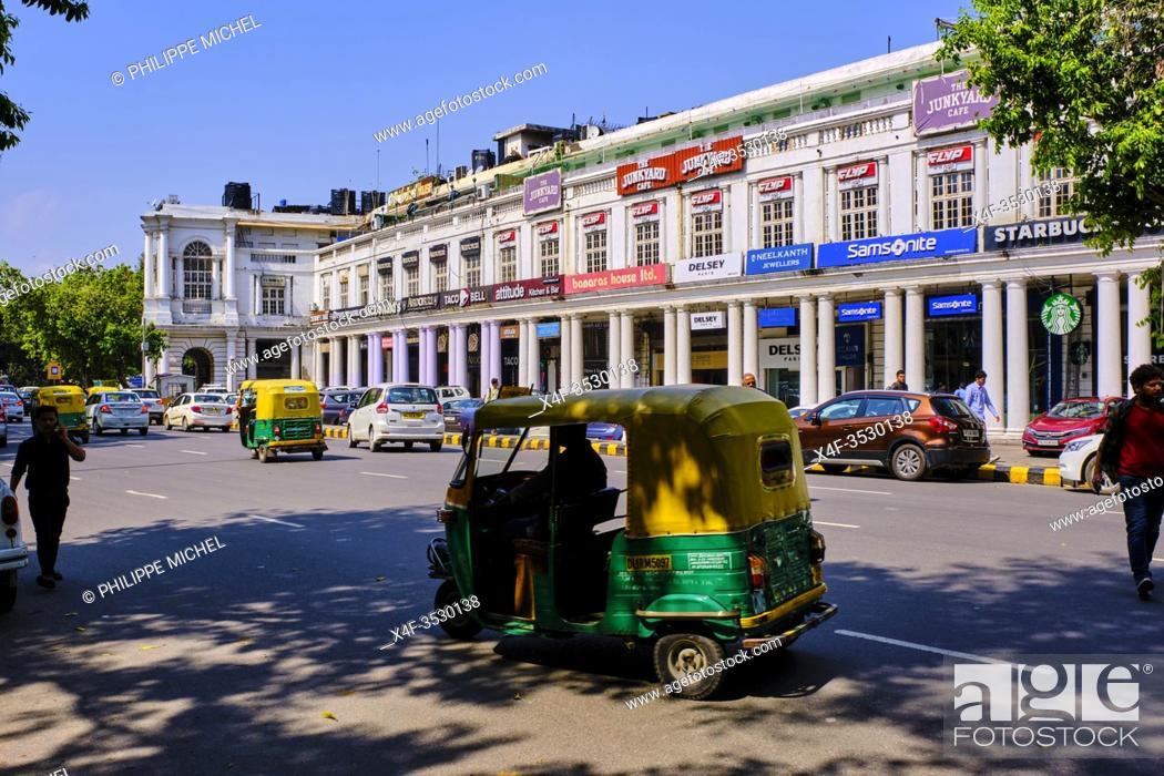 Imagen: India, Delhi, New Delhi, rikshaw taxi in Connaught place.