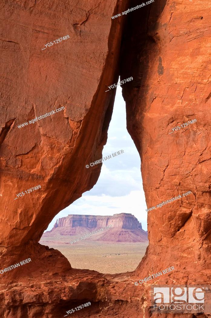 Stock Photo: Looking through the Teardrop Arch towards the Mesas in Monument Valley, Arizona, USA.